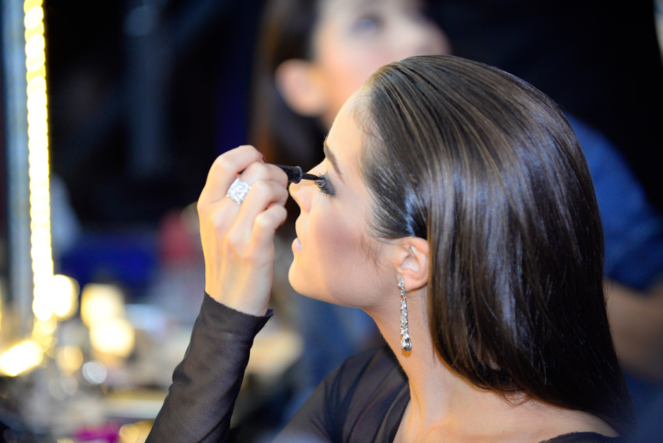 Olivia Culpo making up in backstage